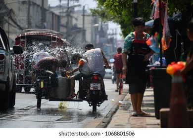 Chiang Mai, Thailand. 13th April 2018: Songkran celebrations and water throwing