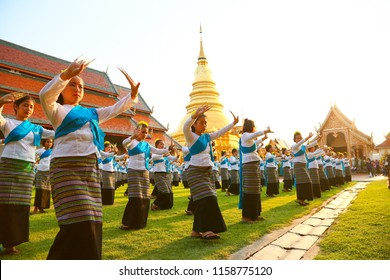 CHIANG MAI, THAILAND - 16 MAY 2016 : Thai nail dance at chiang mai province. Thailand culture by women dancing or nail dance. North of thailand culture to showing dancing to the tourist.
