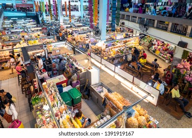 Chiang Mai. Thailand. 16/11/2018. Cover market of Warorot
