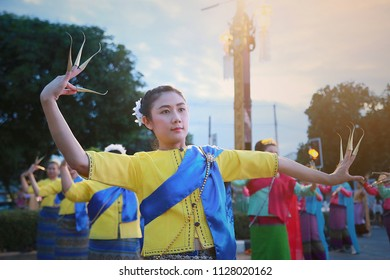 CHIANG MAI, THAILAND - 26 NOVEMBER 2017 : Thai nail dance at chiang mai province. Thailand culture by women dancing or nail dance. North of thailand culture to showing dancing to the tourist.