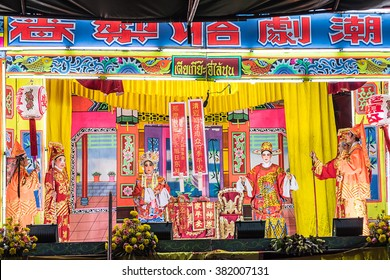 CHIANG MAI, THAILAND - FEBRUARY 25 : Unidentified  actors show on stage of a traditional Chinese opera on February 25, 2016 in Chiang Mai, Thailand.