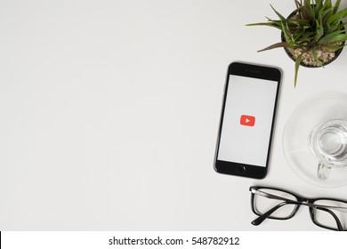 Apple Watch Advertising Images, Stock Photos & Vectors | Shutterstock