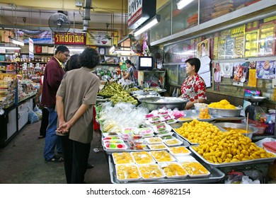 CHIANG MAI, THAILAND - JAN 10: The lady is selling food at Warorot Market on Jan 10, 2015 in Chiang Mai, Thailand. The market has been in operation since 1910.