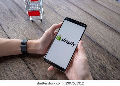CHIANG MAI, THAILAND - May 11, 2019 : Male holds  Oneplus 6 with Shopify application on the screen in coffee shop. Shopify is an e-commerce platform for online stores - Image