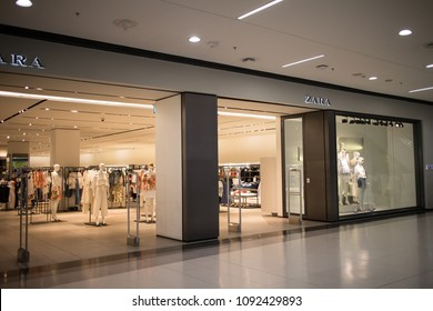 66c2e5ba CHIANG MAI, THAILAND - MAY 16 2018: ZARA shop.ZARA clothing design and