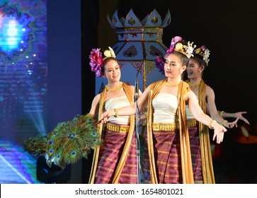 CHIANG MAI , THAILAND - NOV 04 : Thai dancers perform during Yee Peng festival in Chiang Mai , Thailand on November 04 2017 The festival is held in November every year.