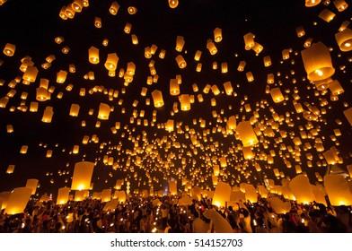 CHIANG MAI THAILAND NOVEMBER 24 :balloon fire Thailand.Floating lantern.Sky lanterns, floating lanterns, hot-air balloons Loy Krathong Festival on November 24,2012 in Chiangmai,Thailand