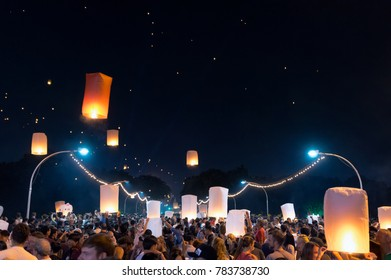 CHIANG MAI, THAILAND - NOVEMBER 3: floating lanterns Festival, Many tourists come floating lanterns at Nawarat Bridge on  3, 2017 in CHIANG MAI, THAILAND.