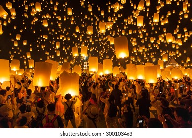Chiang Mai, Thailand - Oct 25, 2014: People are launching sky lanterns during Yi Peng and Loy Krathong festival