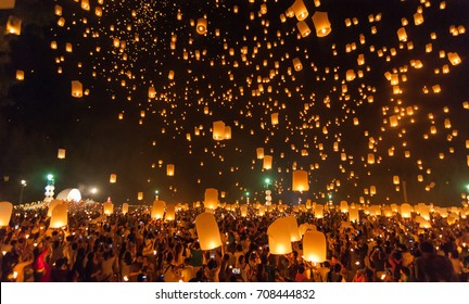 CHIANG MAI, THAILAND - October 25, 2014: People release Khom Loi, the sky lanterns during Yi Peng or Loi Krathong festival on October 25, 2014 in Mae Jo University, Chiang Mai, Thailand.