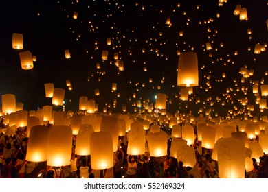 CHIANG MAI, THAILAND - OCTOBER 25:Thai people floating lamp. October 25,2014 in Tudongkasatarn, Chiangmai, Thailand. Tudongkasatarn is where floating lamp ceremony takes place every year.
