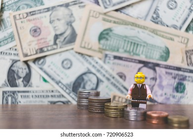 CHIANG MAI , THAILAND - September 23 , 2017 Miniature Business people with US dollar banknote background