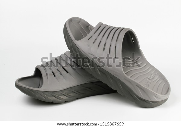 hoka recovery sandals mens