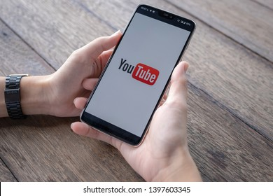 CHIANG MAI,THAILAND - May 11, 2019 : Man showing screen shot of Youtube on Oneplus 6,  YouTube app on the screen, YouTube is the popular online video sharing website. - Image