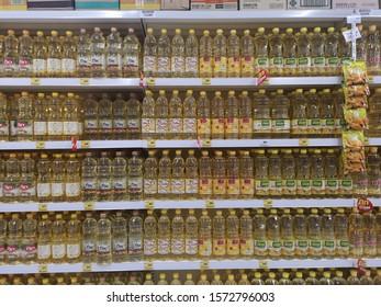 CHIANG RAI, THAILAND - NOVEMBER 21 : various brand of vegetable oil sold on supermarket display shelf on November 21, 2019 in Chiang Rai, Thailand.