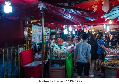 CHIANGMAI , - NOVEMBER 3 :Warorot Market is the oldest market in Chiangmai . You can buy almost anything . This market has opened for 100 years  on November 3, 2013 in Thailand.