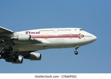 CHIANGMAI,  THAILAND- APRIL  1  2009 : HS-TGM  Boeing 747-400  of  Thaiairway.   Landing to Chiangmai airport from Bangkok Suvarnabhumi. thailand.
