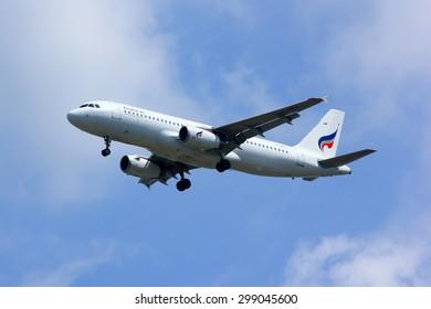 CHIANGMAI , THAILAND -APRIL 1 2014:  HS-PPH Airbus A320-200 of Bangkok airway. Landing to Chiangmai airport from Bangkok Suvarnabhumi.