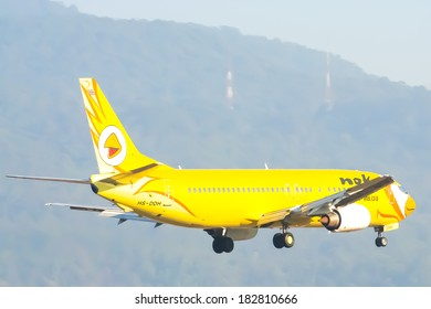CHIANGMAI , THAILAND- APRIL 21 2007: HS-DDH Boeing 737-400 of NokAir airline ( Low-cost Airline), Landing to Chiangmai airport from Bangkok Don Muang Airport, thailand.