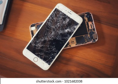 CHIANGMAI, THAILAND - FEBRUARY 10,2018 : Photo of Apple Iphone 6s Plus screen broken on the wooden table