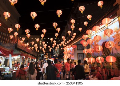 CHIANGMAI THAILAND - FEBRUARY 18 : Chinese New Year in Thailand. Popular tourist food and visit the local fruit market to the Chinese Warorot market . on February 18 , 2015 in Chiang Mai,Thailand.
