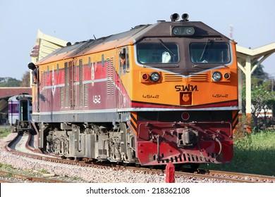 CHIANGMAI , THAILAND - FEBRUARY  5 2014: Ge Diesel locomotive no.4542  and train no.14 from chiangmai to bangkok. Photo at Chiangmai railway station.