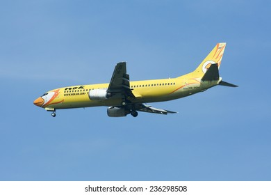 CHIANGMAI , THAILAND- NOVEMBER 11 2007: HS-DDH Boeing 737-400 of NokAir airline ( Low-cost Airline), Landing to Chiangmai airport from Bangkok Don Muang Airport, thailand.
