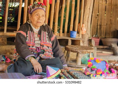 Chiangmai, Thailand - NOVEMBER 16, 2016 : Unidentified traditional of thai old woman selling souvenirs at Chiangmai, Thailand