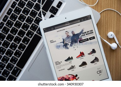 CHIANGMAI, THAILAND - November 18, 2015: The homepage of the official Nike  website on iPad