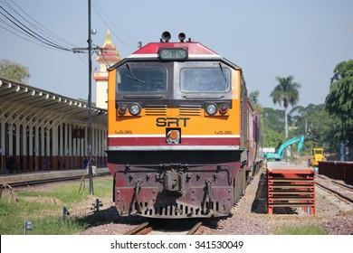 CHIANGMAI, THAILAND -NOVEMBER 18  2015: Ge Diesel locomotive no.4536 and train no.14 from chiangmai to bangkok. Photo at Chiangmai railway station.