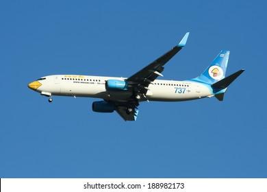 CHIANGMAI , THAILAND - NOVEMBER 21 2007: G-XLAI Boeing 737-800 of NokAir ( Low-cost Airline ), Landing to Chiangmai airport from Bangkok Don Muang Airport.