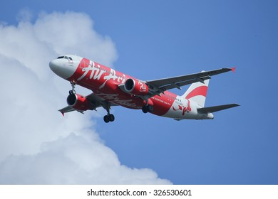 CHIANGMAI, THAILAND -OCTOBER  7 2015: HS-ABR Airbus A320-200 of Thaiairasia. Landing to Chiangmai airport from Hongkong. Photo at Chiangmai airport, thailand.