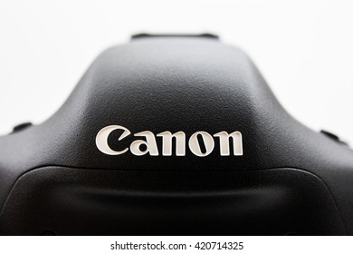 CHIANGMAI, THAILAND - September 29, 2014: The logo of Canon on camera body.