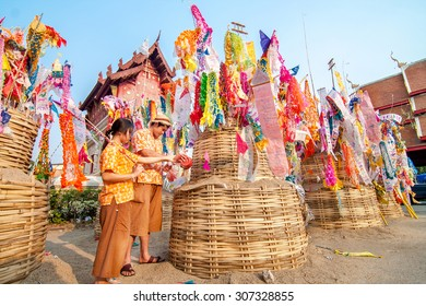CHIANGMAI, THAILAND-APRIL 14, 2010 : Songkran Festival is celebrated in a traditional New Year's Day, A Lovers comes to decorat tung in the temple Wat Phrasing. Chiang Mai,Thailand.