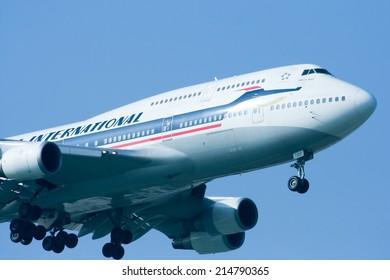 CHIANGMAI, THAILAND-NOVEMBER 27 2011 : HS-TGP Boeing 747-400 of Thaiairway (Retro paint). Landing to Chiangmai airport from Bangkok Suvarnabhumi. thailand.