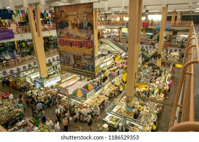 CHIANGMAI,THAILAND-SEPTEMBER 17,2018 : Warorot market (kad luang) famous for tourists for local market buy souvenirs