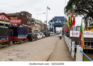CHIANGRAI, THAILAND - OCT 11 : people and vehicle waiting to pass at Thailand - Myanmar border trade customs at Measai Chiangrai Thailand on October 11, 2015