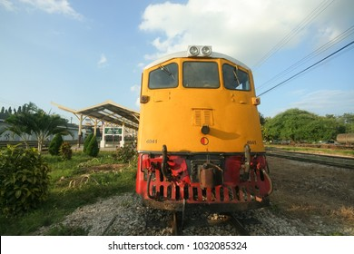 CHIANGRAI , THAILAND- OCTOBER  29 2008: Ge locomotive no.4041 for Eastern & Oriental Express train. Photo at chiangmai railway station.