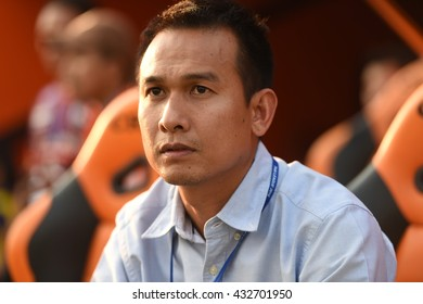 CHIANGRAI,THAILAND-MAY7:Manager Teerasak Poon of CHIANGRAI Utd on during Thai Premier League 2016 Playoff CHIANGRAI Utd and Muangthong Utd at United Stadium on MAY 7,2016 in CHIANGRAI,Thailand