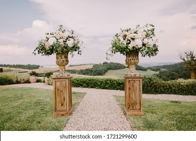chic wedding venue in Tuscany Italy. Destination wedding venue in Tuscany, Italy. Fine art wedding photo. Luxury wedding venue in rural field area.