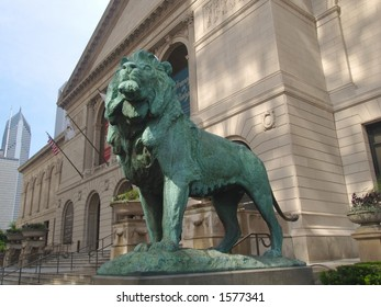 Chicago Art Institute entrance and lion sculpture