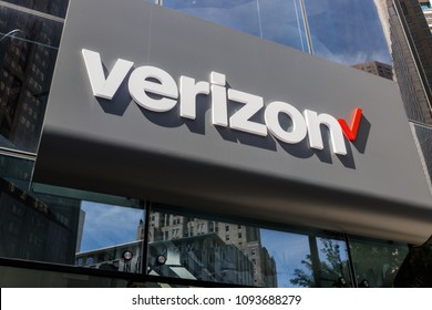 Chicago - Circa May 2018: Verizon Wireless Retail Location. Verizon delivers wireless, high-capacity fiber optics and 5G communications VI