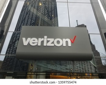 Chicago, IL March 24, 2019, Verizon Wireless Cellphone company sign above flagship store