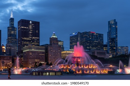 Chicago, IL - May 25 2021: Buckingham fountain against Chicago skyline at dusk