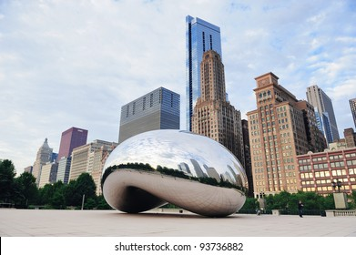 CHICAGO, IL - OCT. 6: Cloud Gate and Chicago skyline on October 6, 2011 in Chicago, Illinois. Cloud Gate is the artwork of Anish Kapoor as the famous landmark of Chicago in Millennium Park.