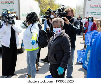 CHICAGO, ILL. USA MAY 16, 2020: CHICAGO MAYOR LORI LIGHTFOOT PARTICIPATE WITH A DRIVE THRU FRESH POULTRY GIVEAWAY ON THE CITY SOUTH SIDE, MARQUETTE PARK 6700 S. KEDZIE DURING THE HEIGHT OF COVID 19