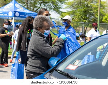 CHICAGO, ILL. USA MAY16, 2020: CHICAGO MAYOR LORI LIGHTFOOT PARTICIPATE WITH A DRIVE THRU FRESH POULTRY GIVEAWAY ON THE CITY SOUTH SIDE, MARQUETTE PARK 6700 S. KEDZIE DURING THE HEIGHT OF COVID 19