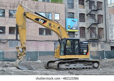 CHICAGO, ILLINOIS - SEPTEMBER 10: Construction excavator prepares former parking lot ground for new high rise building at Hubbard and Wells Streets on September 10, 2016 in near north side.