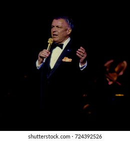 Chicago Illinois, USA, 10th September, 1986 Frank Sinatra performs at the reopening of the Chicago Theater. The reopening marked a four-year preservation effort at a cost of 18 million dollars
