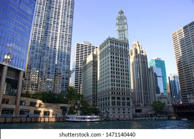 CHICAGO, ILLINOIS/USA - SEPTEMBER 19, 2018: Cityscape of Chicago: The Wrigley Building, Trump Tower and tribune building. On the Chicago river: two green kayaks.